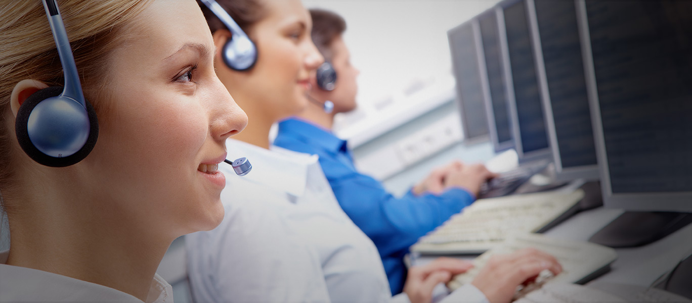 4 Ways a Help Desk Call Center Can Improve Your Small Business